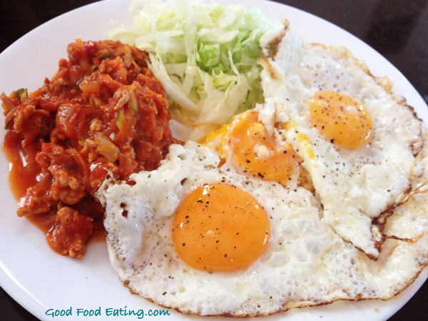 eggs,-chicken-salsa-and-lettuce